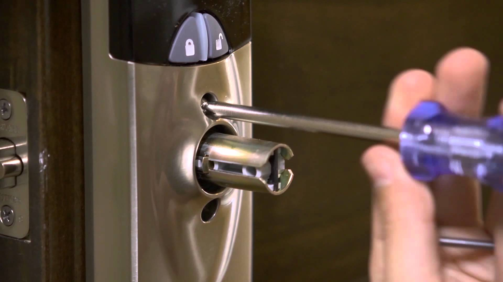 Handy Advice And Tips To Hire A Great Locksmith